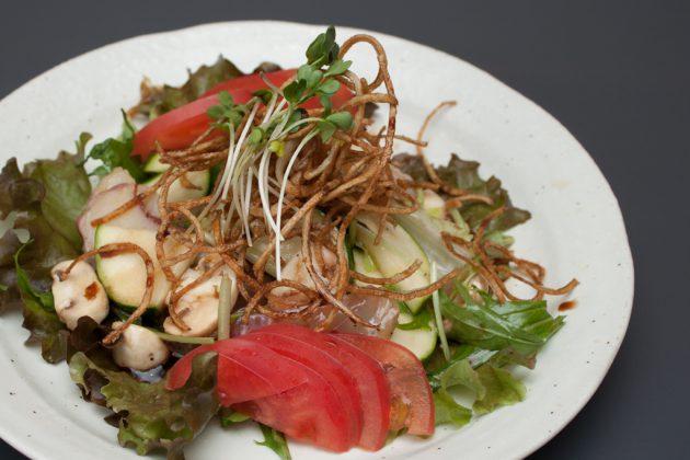菜種油の特製ドレッシングサラダ